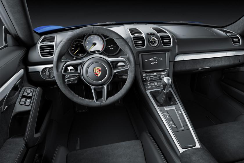 954461_Embargo_23_00_01_3_February_2015_Cayman_GT4_interior