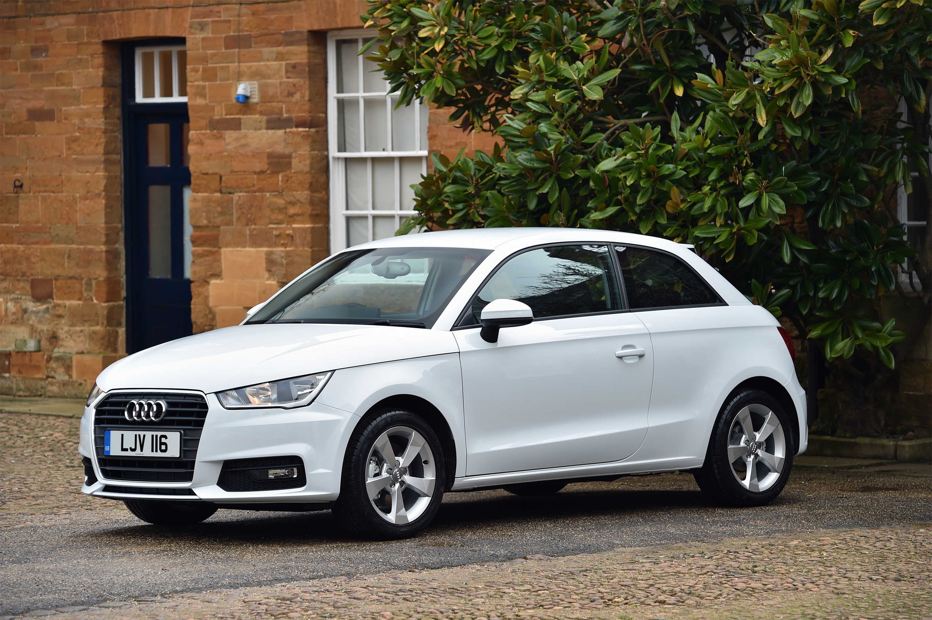 first three cylinder petrol engine for audi a1 same car different wheels. Black Bedroom Furniture Sets. Home Design Ideas