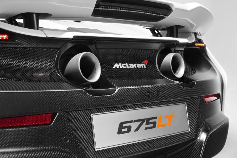 963092_McLaren 675LT_studio_13
