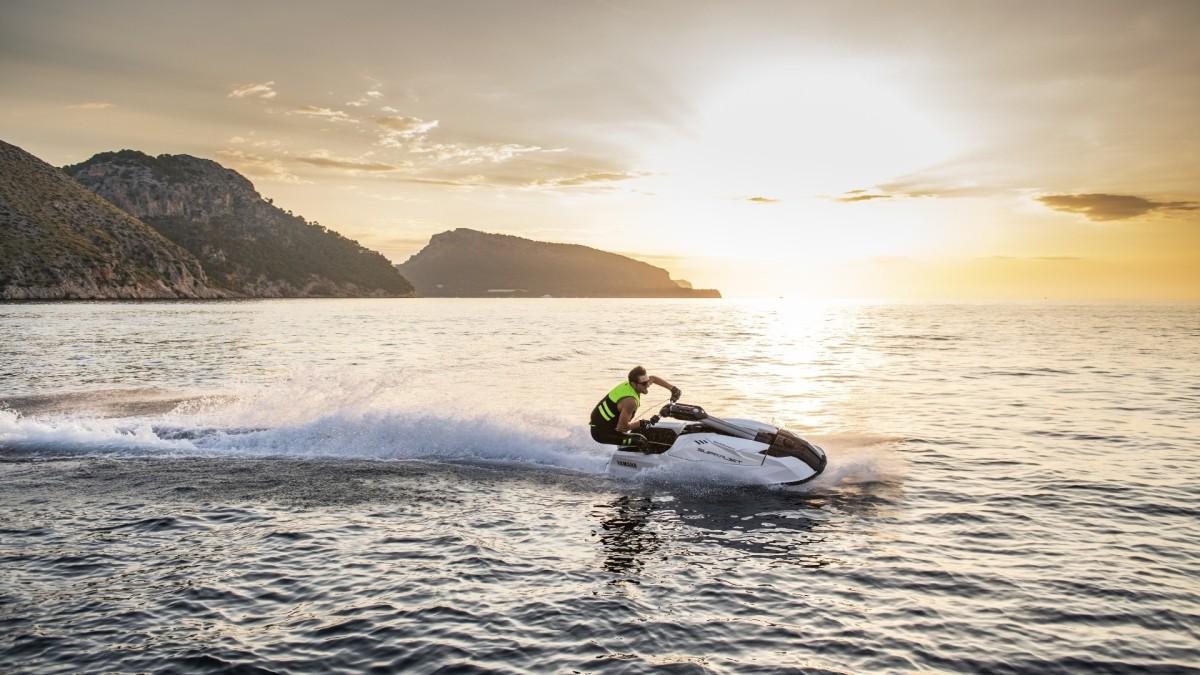 Yamaha SuperJet: the new era of stand-up jetskis